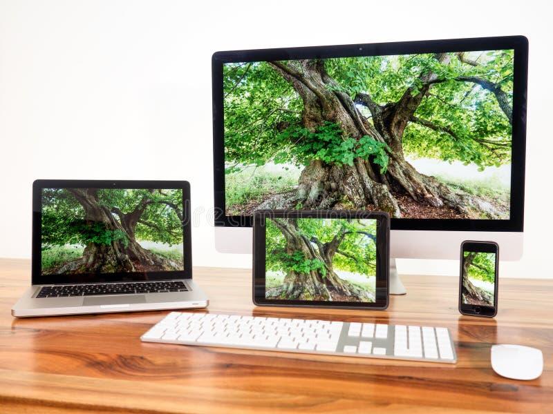 nätverksförbundna datorer royaltyfria foton