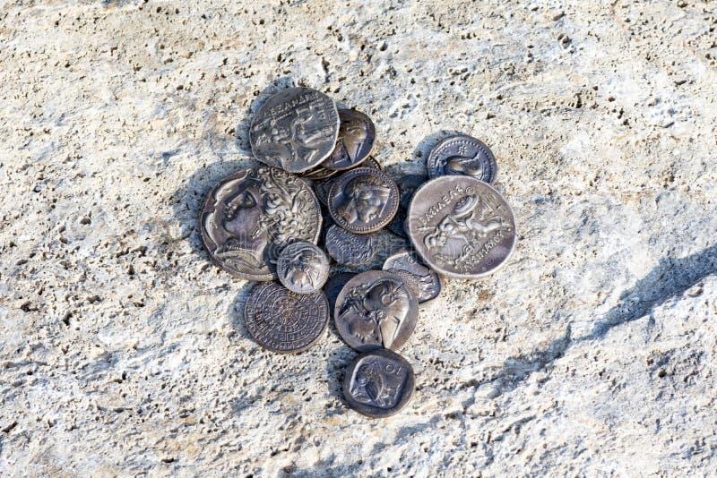 några forntida mynt för grekisk metall fotografering för bildbyråer