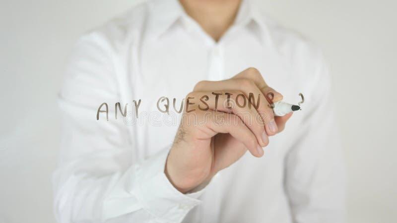 Några frågor som är skriftliga på exponeringsglas arkivfoto