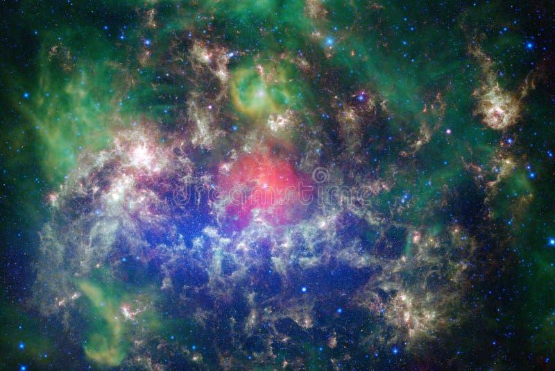 Nébuleuses et étoiles dans l'espace extra-atmosphérique, univers mystérieux rougeoyant image stock