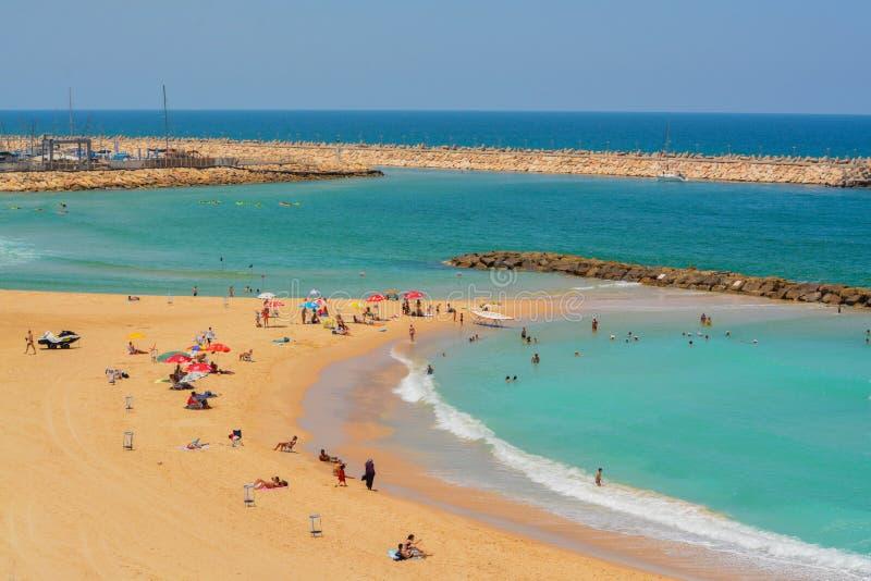 Négligence de la plage sur la mer Méditerranée en Israël photos stock