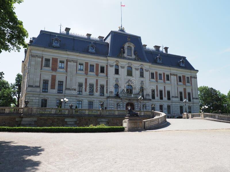 Néo- musée et cour baroques célèbres de château au parc de la ville de Pszczyna d'Européen en Pologne images stock