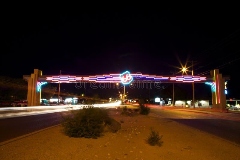 Néon de Route 66 na noite imagem de stock