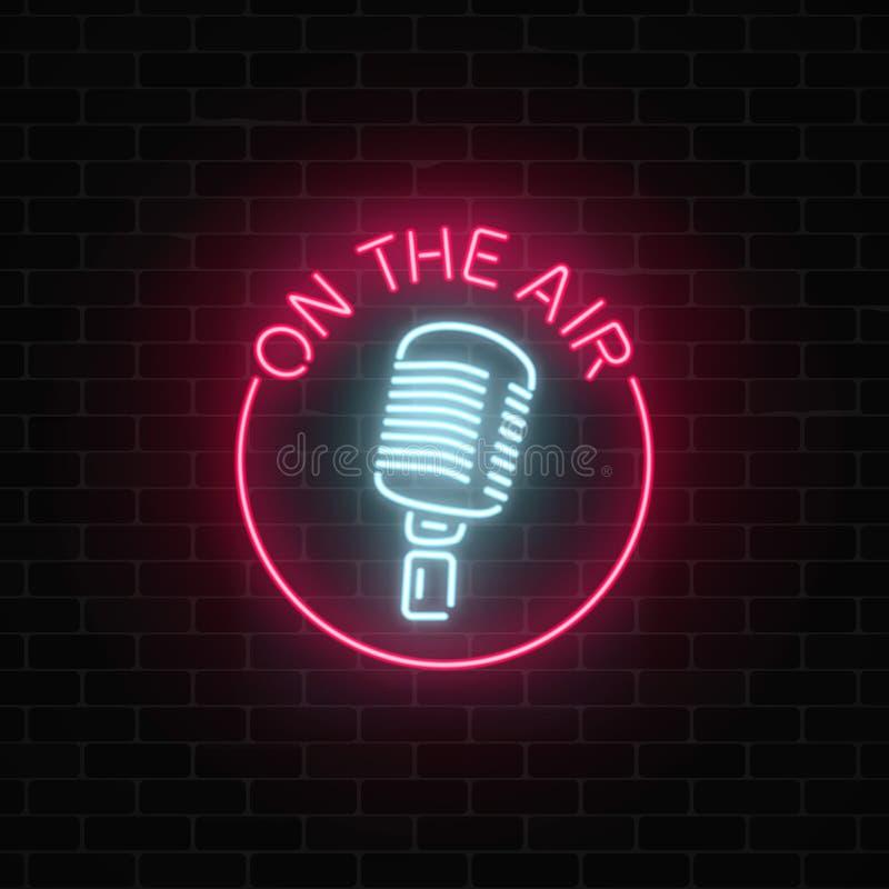 Néon sur le signe d'air avec le rétro microphone dans le cadre rond Boîte de nuit avec l'icône de musique en direct illustration stock
