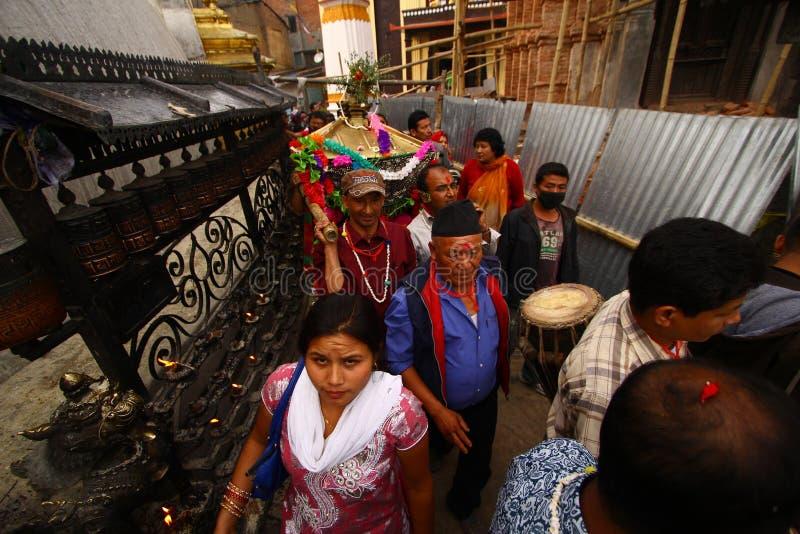 Népalais célébrant le festival de Nawami de mémoire vive photographie stock