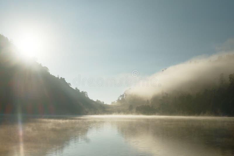 Névoa da manhã em Ranu Kumbolo imagens de stock