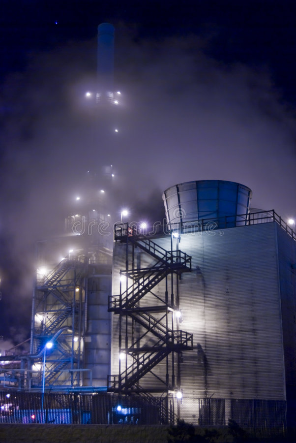 Névoa da refinaria de petróleo fotos de stock royalty free