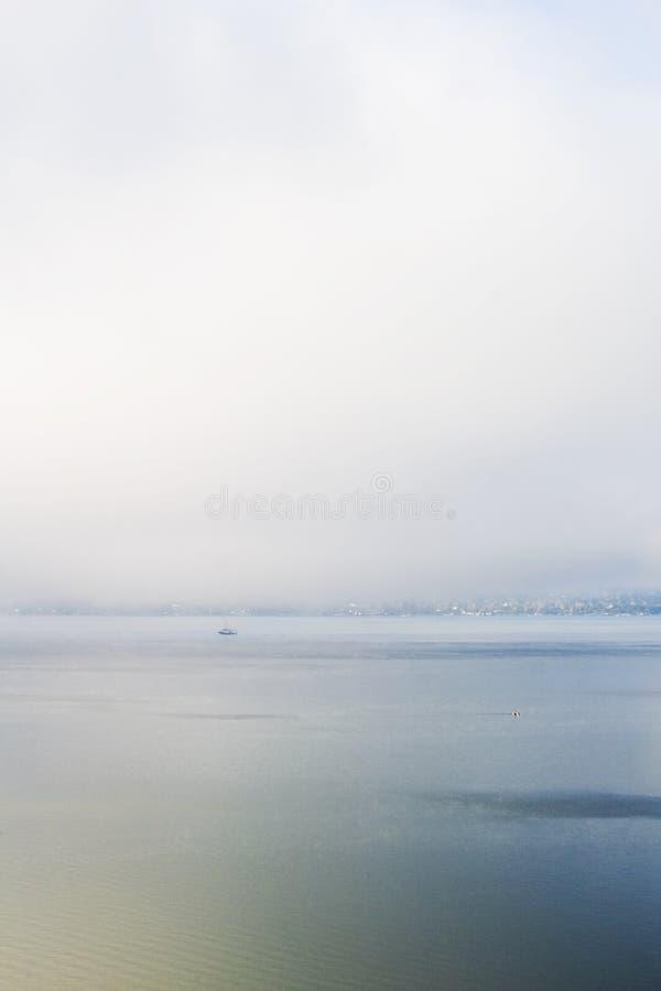 Névoa e oceano fotos de stock