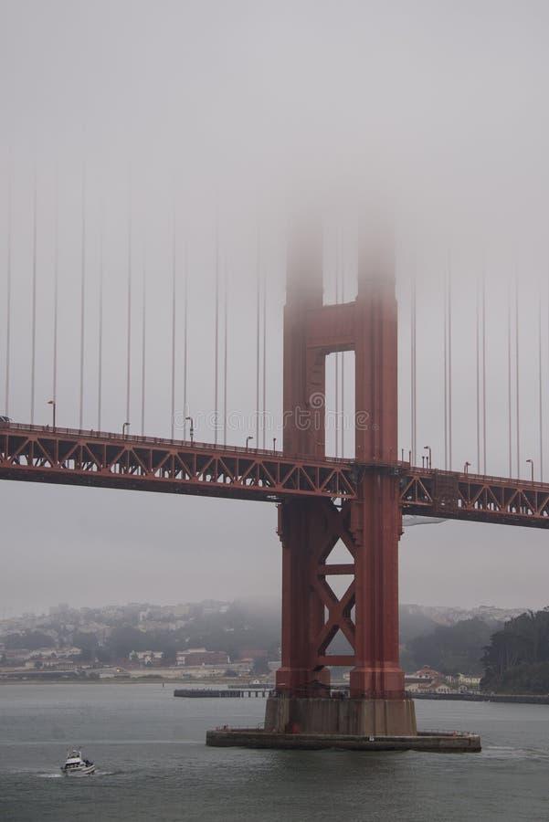Névoa em golden gate bridge, San Francisco fotografia de stock
