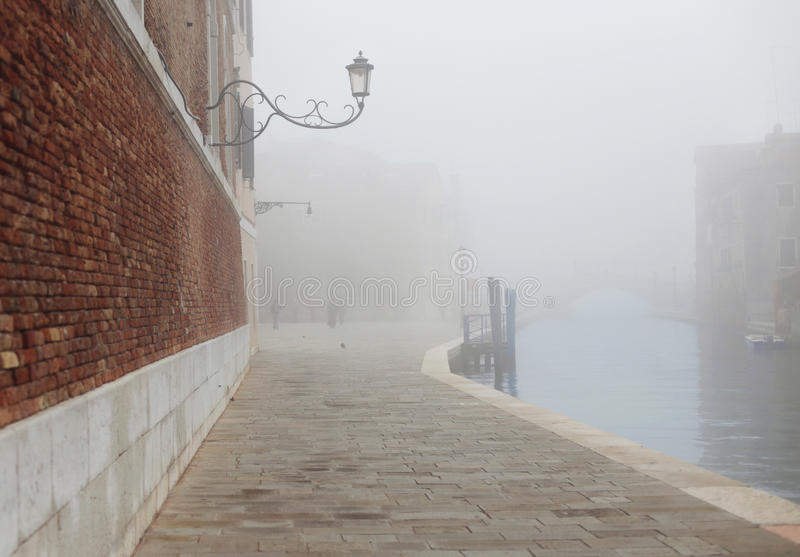 Névoa em Veneza perto do arsenal fotos de stock royalty free