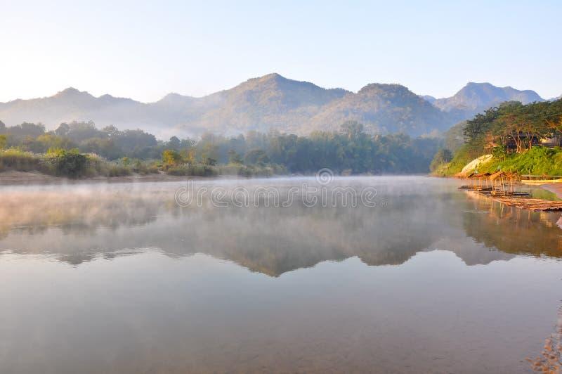 névoa na manhã imagem de stock