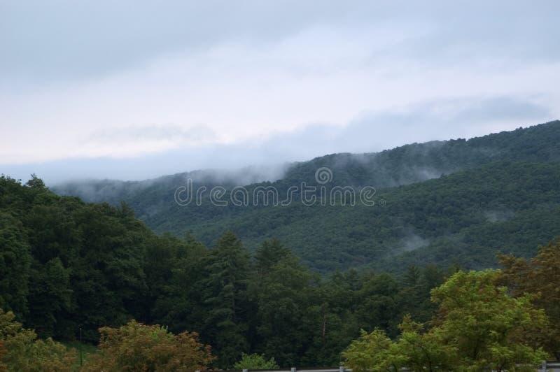 Névoa Nas Montanhas Foto de Stock Royalty Free