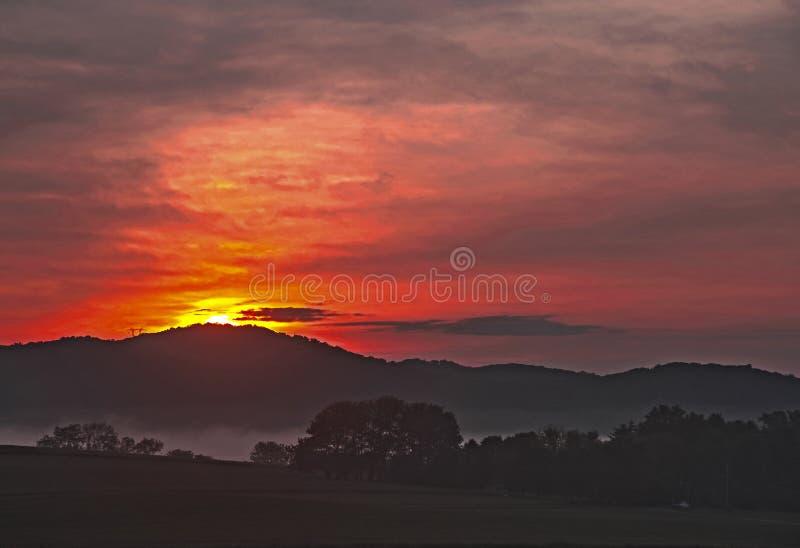Névoa no nascer do sol fotografia de stock royalty free