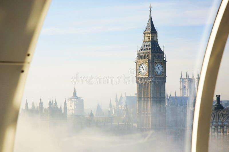 A névoa pesada bate Londres fotografia de stock
