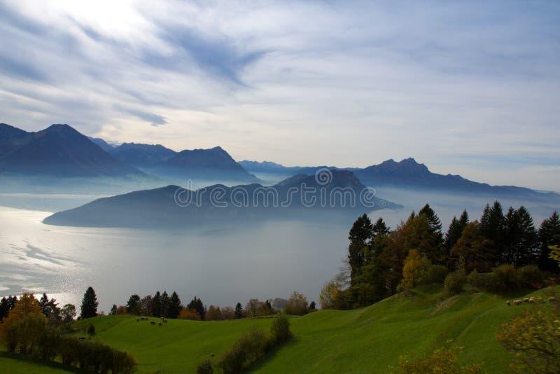 Névoa sobre o lago no Mt Rigi fotografia de stock