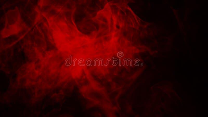 Névoa vermelha ou para fumar o efeito especial isolado no assoalho fundo vermelho da opacidade, da n?voa ou da polui??o atmosf?ri fotografia de stock royalty free