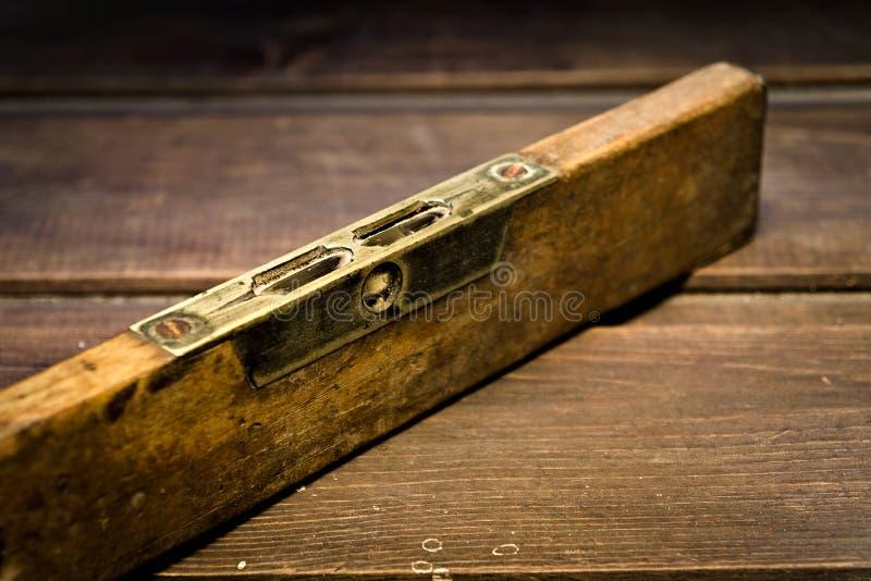 Nível de bolha de madeira velho foto de stock royalty free