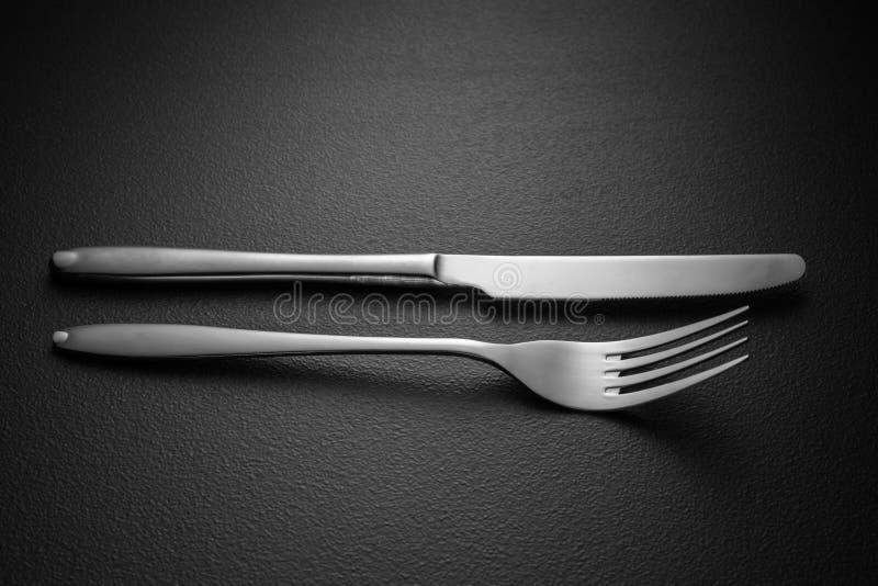 Nóż i rozwidlenie na czerni fotografia royalty free