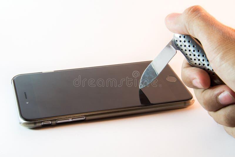 Nóż umieszczający na telefonie komórkowym obraz royalty free