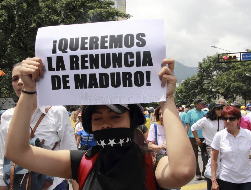 Nós queremos a renúncia da ditadura de Nicolas Maduro uma bandeira indicada por democratas na Venezuela de Caracas imagens de stock