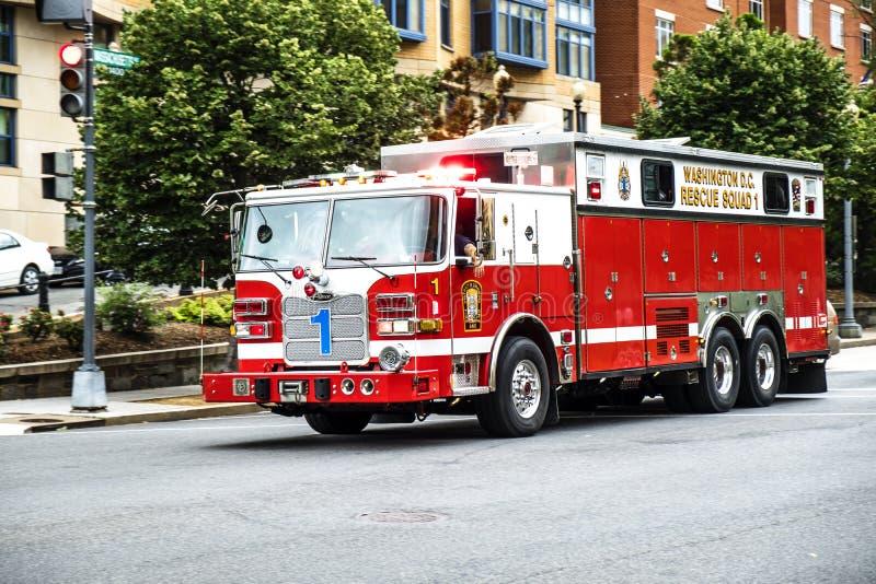 Nöd- brandlastbil arkivfoton
