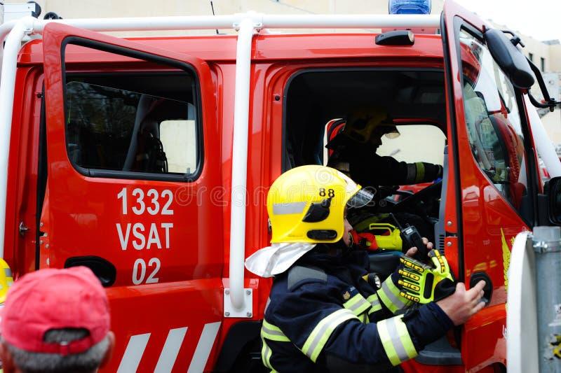 Nöd- läge för brandmanlastbil royaltyfria foton