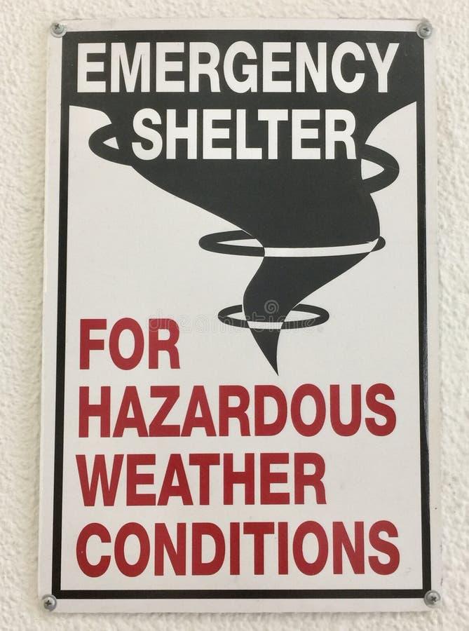 Nöd- skydd för farligt väder fotografering för bildbyråer