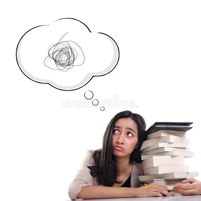 Nödställd högskolaflicka eller frustration, komiskt moln som isoleras på vit bakgrund arkivbild