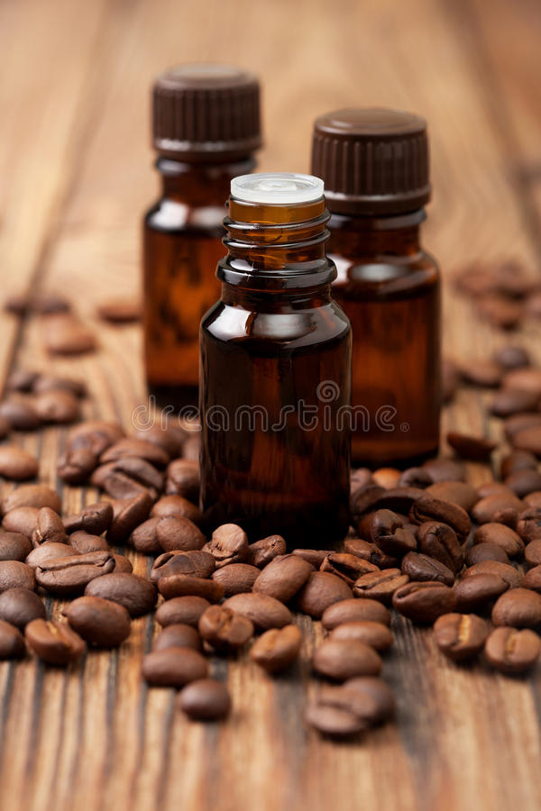 Nödvändig olja för kaffe royaltyfri fotografi