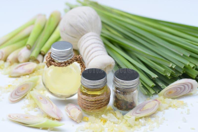 Nödvändig olja för Lemongrass med Aromatherapy fotografering för bildbyråer