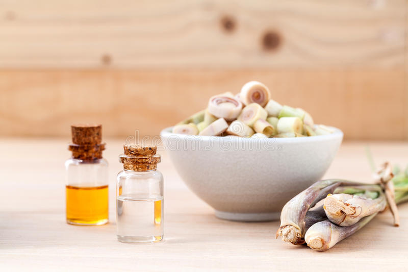 Nödvändig olja för naturlig Spa ingrediensLemongrass arkivfoto