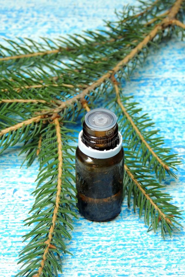 Nödvändig olja och kvisten av sörjer arkivfoton
