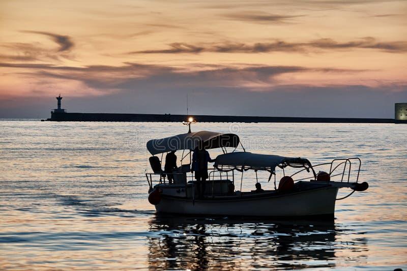 Nöjefartyg i havet fotografering för bildbyråer