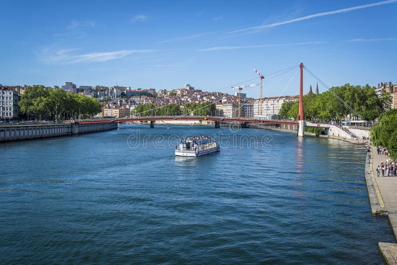 Nöjefartyg på floden Saone, Lyon, Frankrike royaltyfri bild