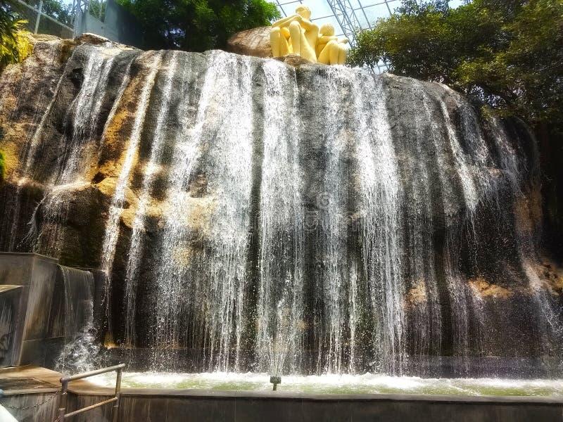 Nöjesfält konstgjord vattenfall - Hyderabad, Indien fotografering för bildbyråer