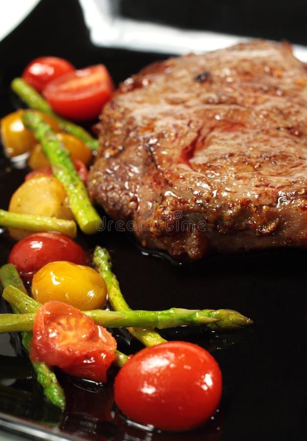 nötkött braised grillad grönsak arkivbilder