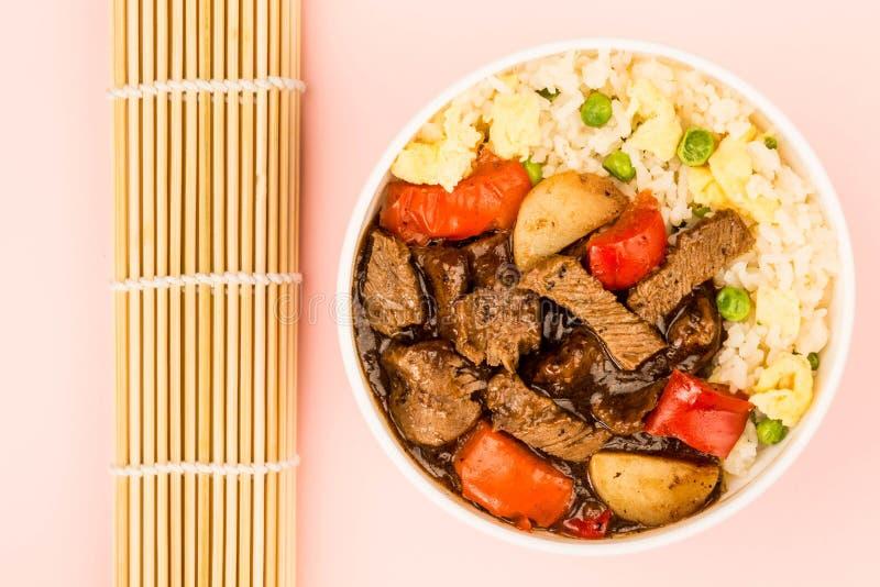 Nötkött för kinesisk stil i svarta Bean Sauce With Fried Rice royaltyfria bilder