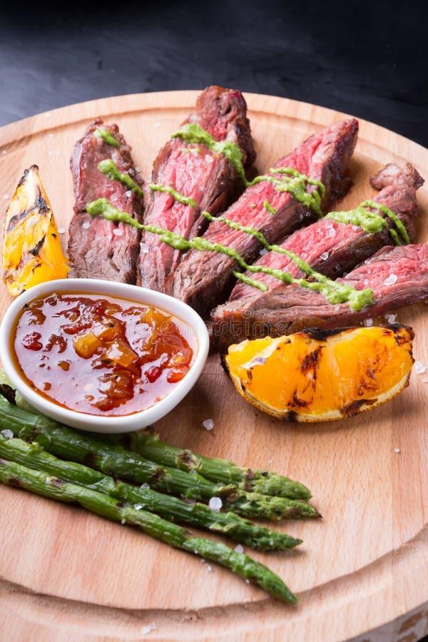 nötkött grillad steak arkivfoton