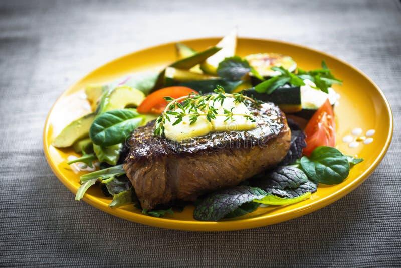 nötkött grillad steak royaltyfria foton