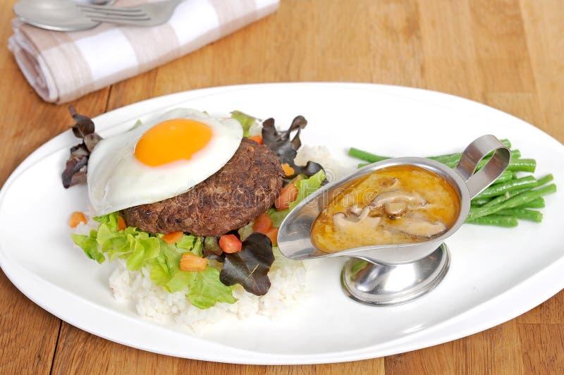 Nötkött med svartpeppar arkivfoto