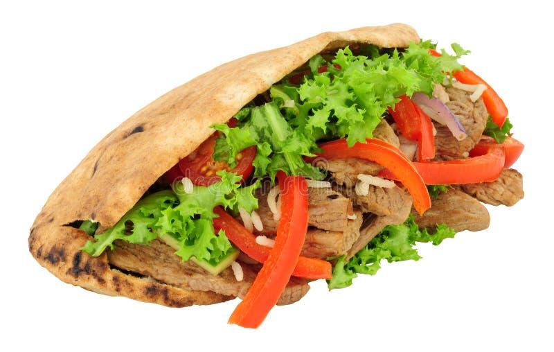 Nötkött och sallad fyllt Pitta bröd arkivfoton