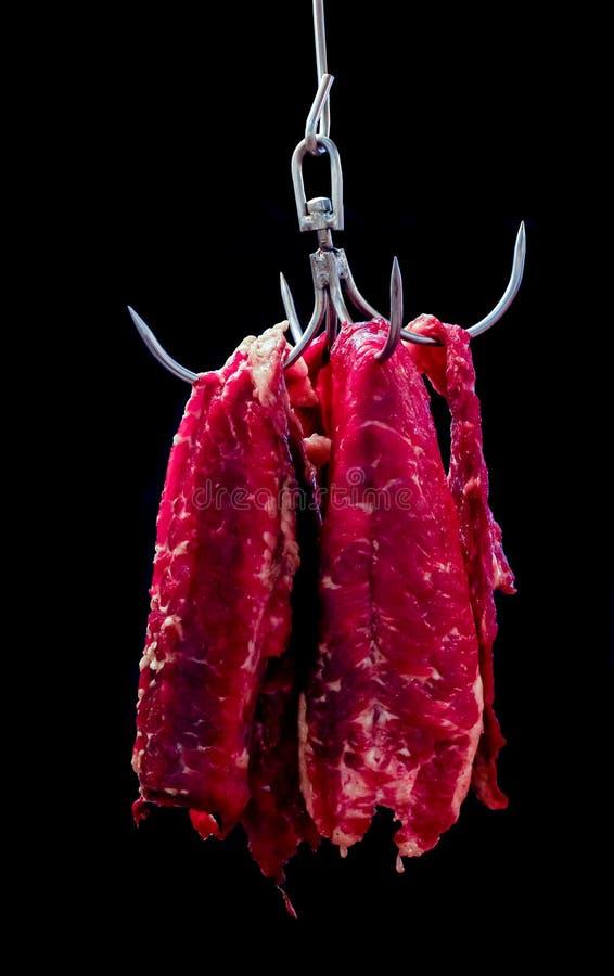 Nötkötthängning i krok royaltyfria bilder