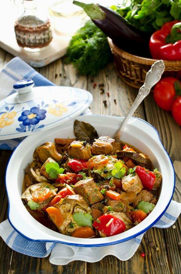 Nötköttragu med grönsaker royaltyfri bild