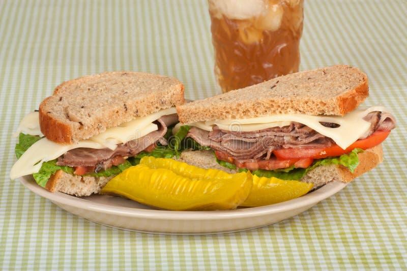nötköttsteksmörgås royaltyfri bild