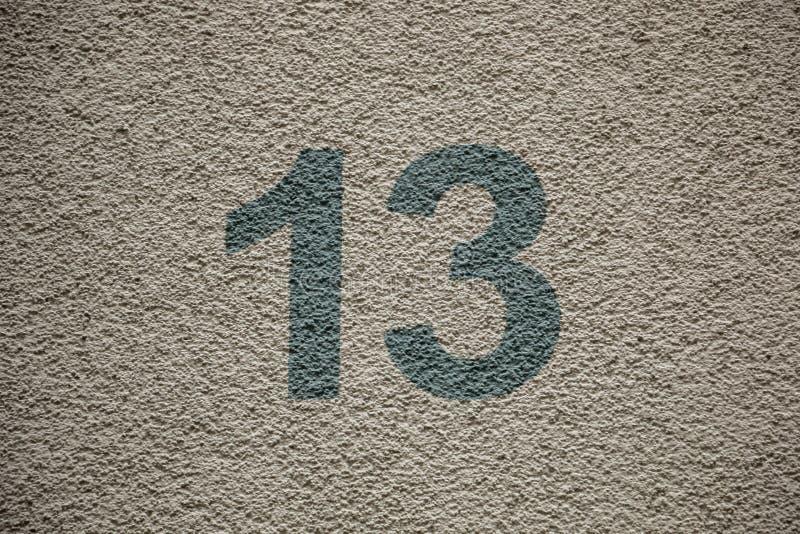 Número 13 da casa com letras verdes fotografia de stock royalty free