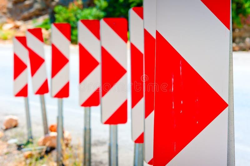 Número de advertência dos sinais de estrada da volta perigosa imagens de stock royalty free