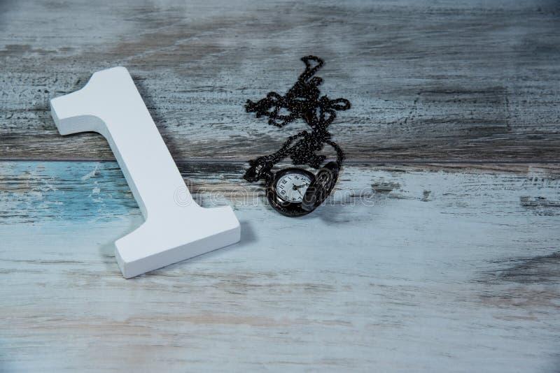 Número de madera uno y tiempo de medición del reloj imagen de archivo libre de regalías