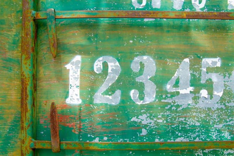 Número del marcador de Petanque en la placa oxidada verde de la textura del metal fotografía de archivo