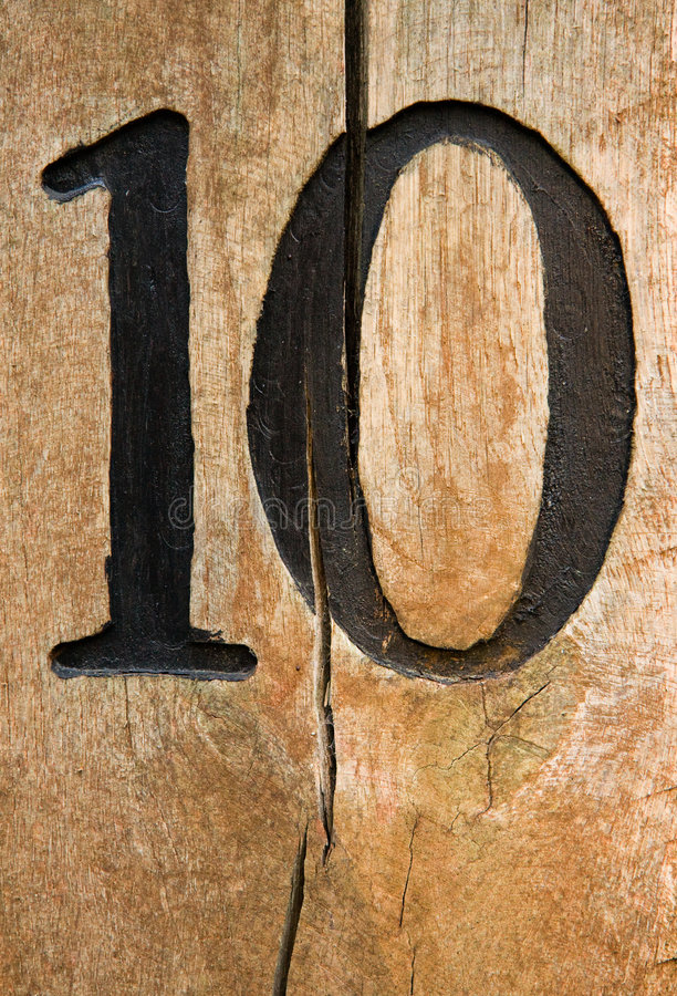 Número dez em madeira rachada fotos de stock