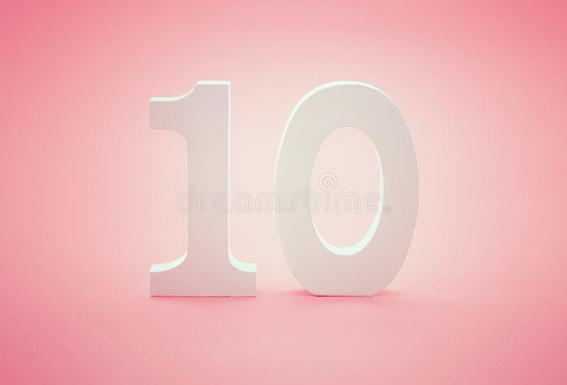 Número diez 10 en fondo rosado Imagen conceptual foto de archivo libre de regalías